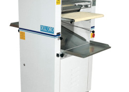 Moulder machine for rolled-up bread
